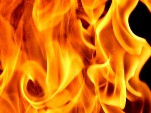 Kendi yaktığı ateşe düşerek can verdi