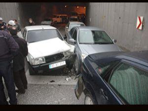 Kadın sürücünün merakı zincirleme trafik kazası