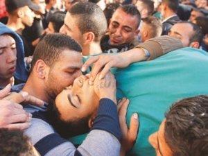 Mülteci kampında öldürdü