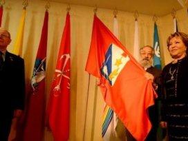 Kırım ve Sivastopol bayrakları Rusya Parlamentosunda