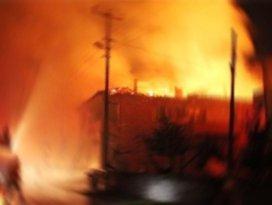 Almanyada Türk evinde yangın: 2 ölü
