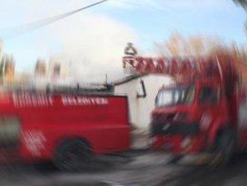 Yangına giden itfaiye aracı devrildi