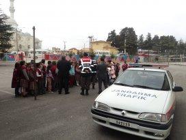 Jandarma'dan okul geçiş eğitimi