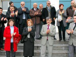 Adliye çalışanları yemek ücretlerini protesto etti