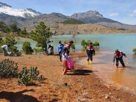 Jandarmadan Taraşcı göletnde temizlik