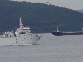 Boğazdan savaş gemisi geçti
