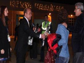 SunExpressin İzmir-Konya ilk uçuşunda çiçeklerle karşılandılar