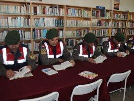 Beyşehir'de Jandarma Personeli Kitap Okudu