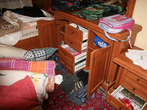 Hırsız emekli başçavuşun evini dağıttı