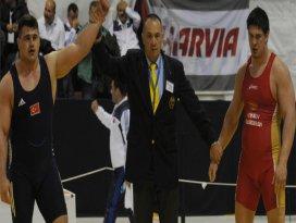 Rıza Avrupa şampiyonu!