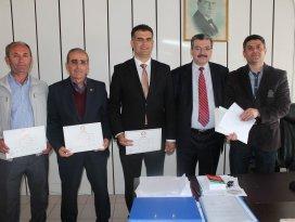 Derebucak Belediye Başkanı Ahmet Kısa mazbatasını aldı