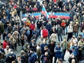 Rusya yanlısı militanlar karargahtan çıkarıldı