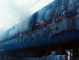 Pakistanda yolcu treninde patlama: 12 ölü