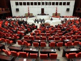 Mecliste idamlara tepki