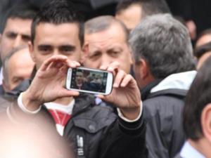 Cuma çıkışı Başbakanla selfie pozu!