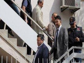 Yasa dışı dinleme yapan polisler serbest