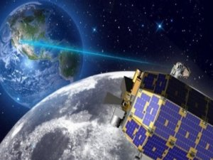 NASAnın aracı Aya çarptı