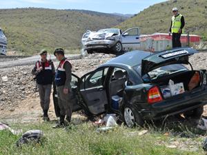 Konyada iki otomobil çarpıştı: 1 ölü, 3 yaralı