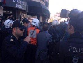 Gezi Parkındaki DİSK üyelerine müdahale