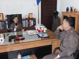 Elif binbaşı, temsili olarak makam koltuğuna oturdu