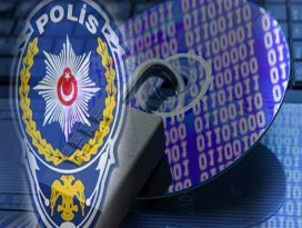 5 polisin evinde inceleme yapıldı