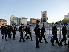 İstanbulda polisten Dağılın uyarısı