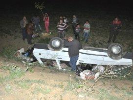 Konyada otomobil şarampole devrildi: 2 yaralı