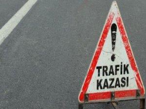 Motosiklet ile kamyonet çarpıştı: 2 ölü