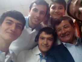 Davutoğludan yemekhane selfiesi