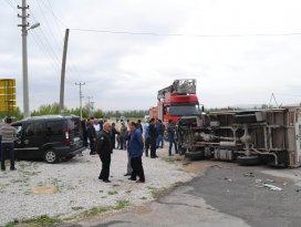 Kamyonetle hafif Ticari araç çarpıştı