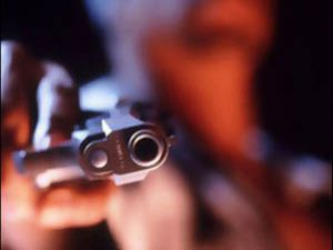 Tüfeğiyle 3 kişiyi vurdu