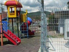 Çocuk parkına baz istasyonu kurdular