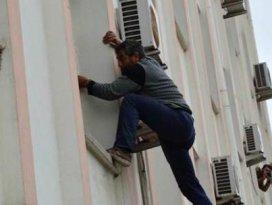 Linç için duvara tırmandı