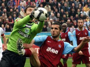 Konyaspor Trabzonu evinde vurdu