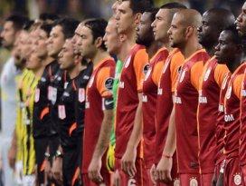 Türkiyede futbol maçlarının tümü ertelendi