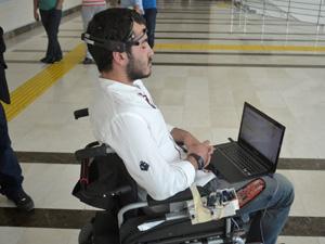 Düşünce kontrolüyle çalışan tekerlekli sandalye yaptılar