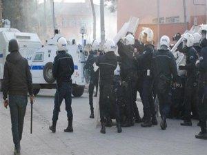 20 polisin silahına el konuldu