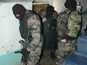 Konyada özel harekatlı operasyon: 30 gözaltı