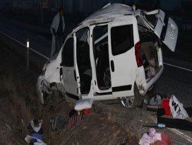 Konyada kamyonet takla attı: 3 yaralı