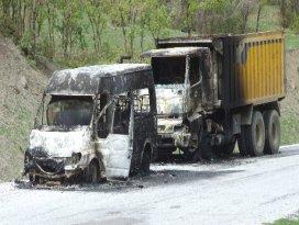 3 araç ateşe verildi, 6 kişi de kaçırıldı