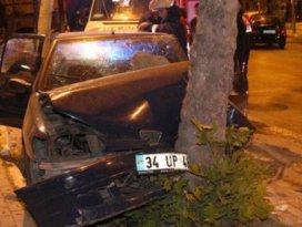 Kontrolden çıkan araç ağaca çarptı: 3 yaralı