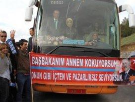 Erdoğan o pankartı görünce otobüsü durdurdu