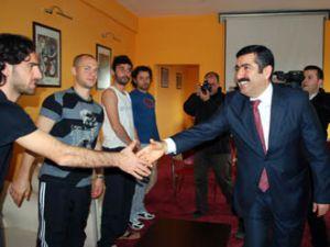 Validen Konyaspora büyük jest