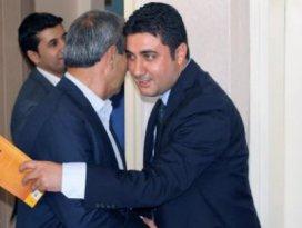 AK Partide istifaya Gülenin kitabı ile geldi!