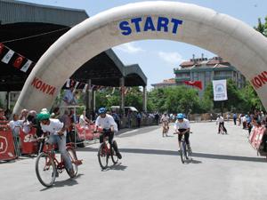 Ödüllü düz bisiklet yarışları sürüyor