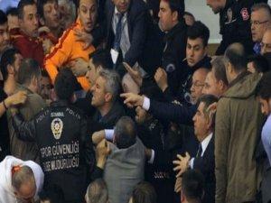 Galatasaray ve Fenerbahçeye ceza yağdı!