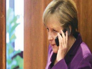 Merkel telefon jokeri olarak arandı