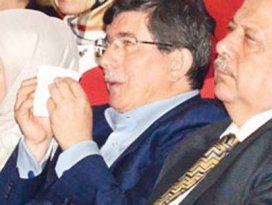 Ahmet Davutoğlu gözyaşlarını tutamadı