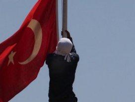 Bayrağı indirenin kimliği belli oldu