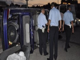 Üzeri açık otomobilden fırladılar: 1 ölü